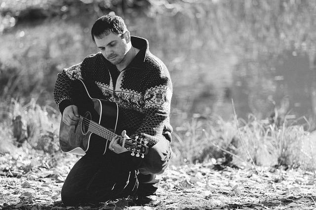 muž, kytara, příroda