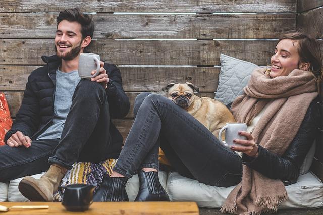 přátelé s kávou