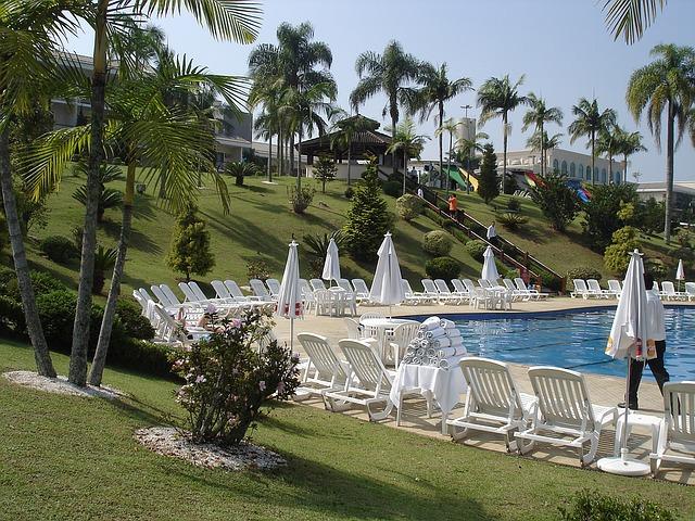 luxusní hotelový bazén