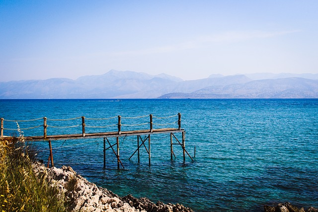 Moře, Korfu, molo